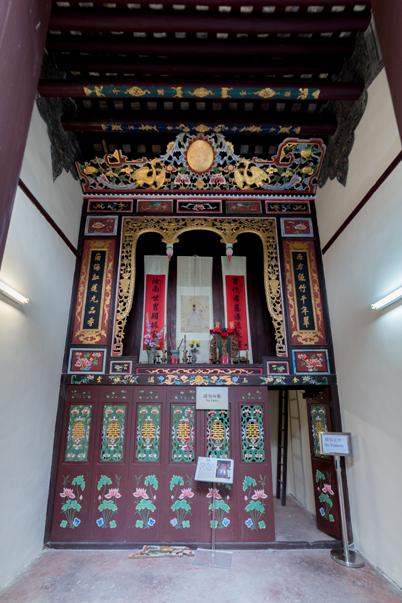 周氏舊居內,放有供奉祖先的神龕。