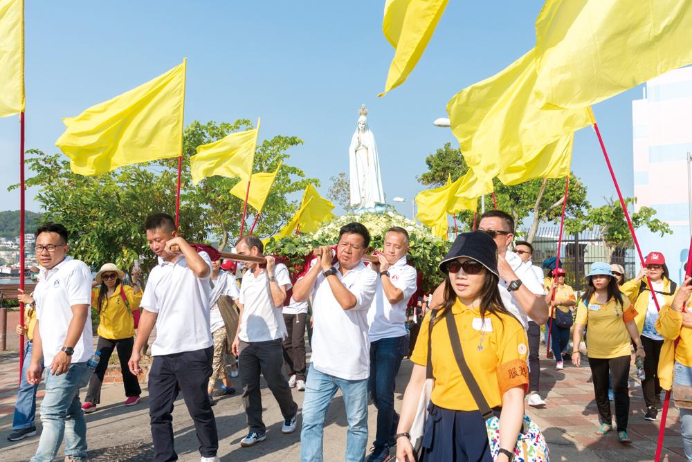 長洲花地瑪聖母堂每年10月將聖母像抬出社區巡遊一圈。