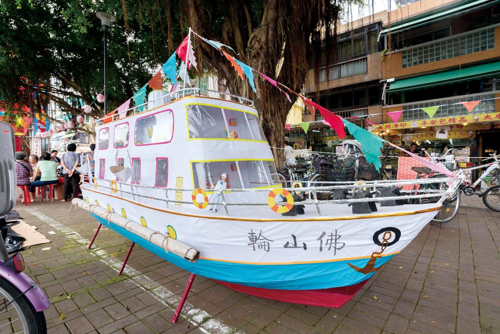 此盂蘭勝會的焦點是將「佛山輪」紙船放入海中,以慰亡靈。