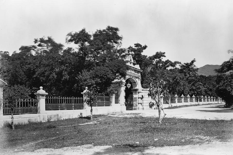 1868年的渣甸花園的大門入口,頗見氣派。