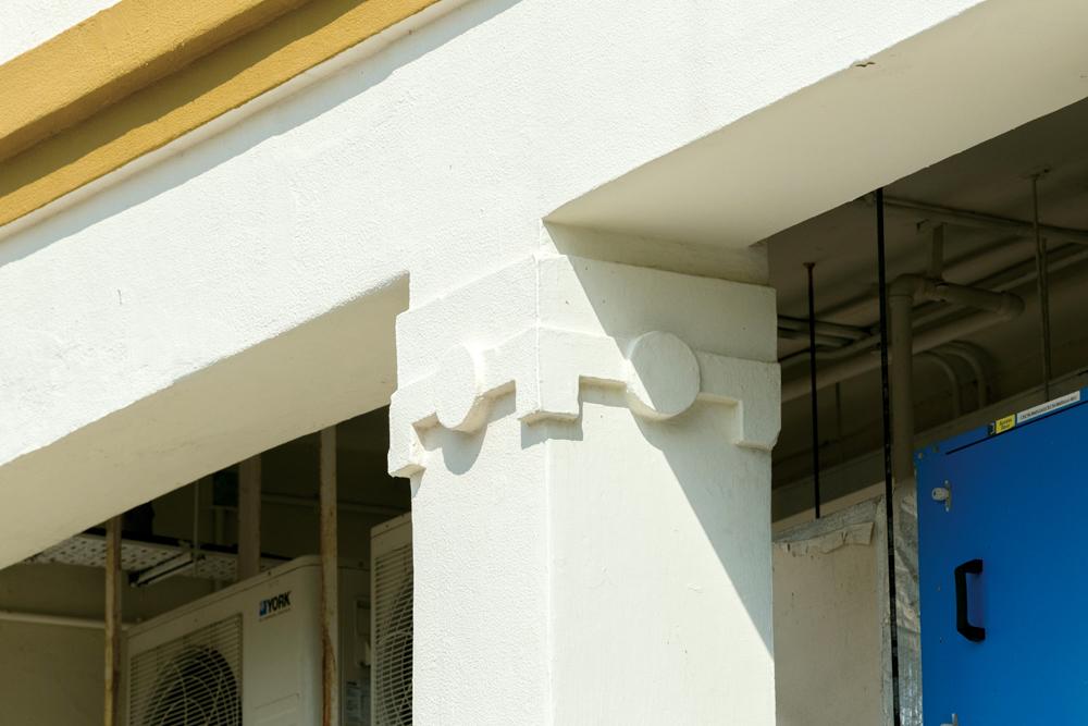 長洲醫院建築糅合了殖民地式設計和裝飾藝術風格。