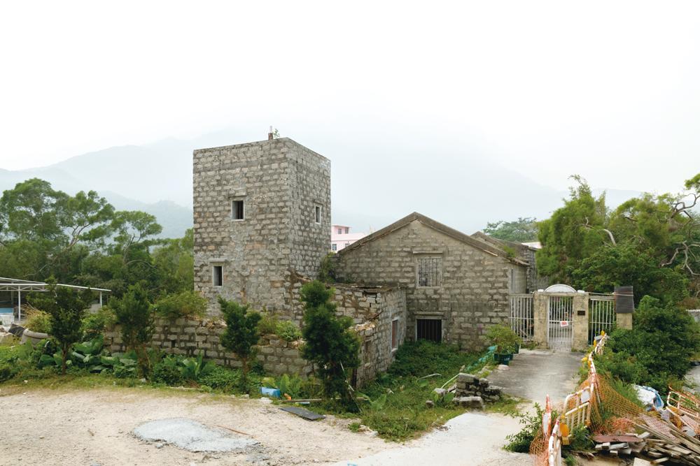 為防盜賊和敵人,主屋旁邊建有堅固的更樓。