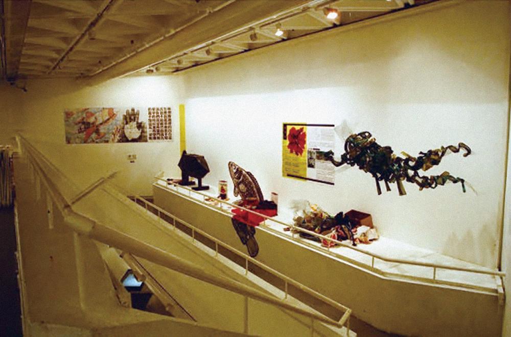 1997年,一個有關盧亭的展覽在香港藝術中心舉行。