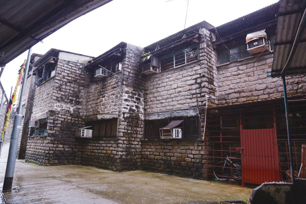 圖為美援新村興建的第一期房屋,石砌牆壁尤為顯眼,與第二期的粉刷牆壁截然不同。