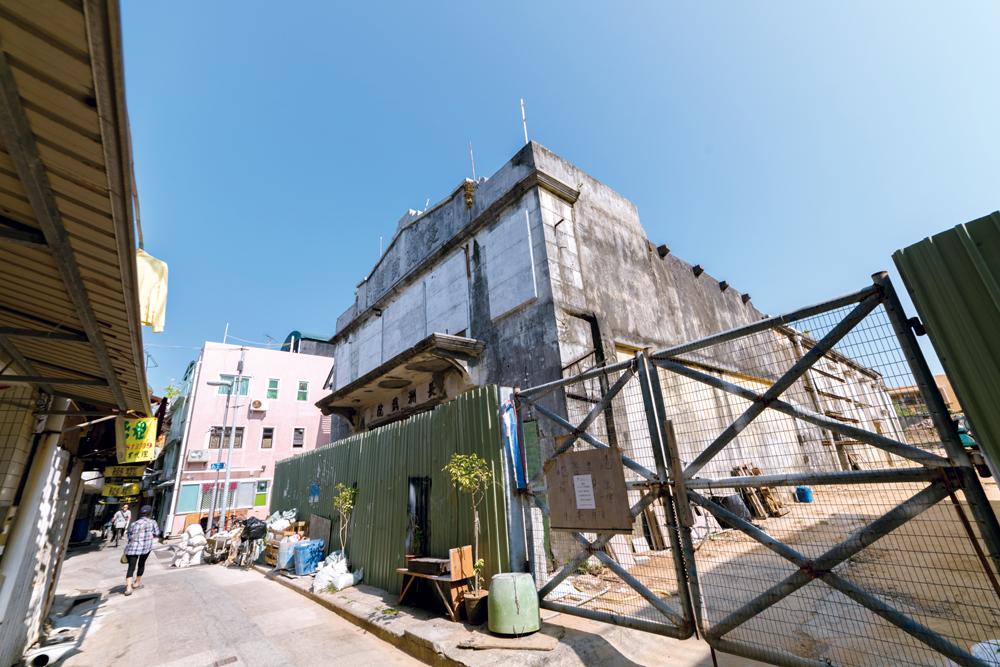 丟空了逾二十年的長洲戲院正待活化。