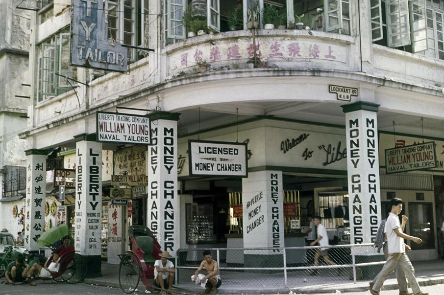 七十年代的灣仔駱克道,四處可見西方文化的色彩,同時日本百貨文化已開始在香港開拓市場。