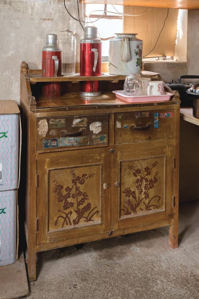 店後的陳設家具也是數十年不變。